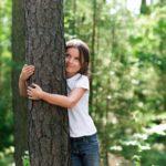 Parador onderwijst kinderen en plant bomen